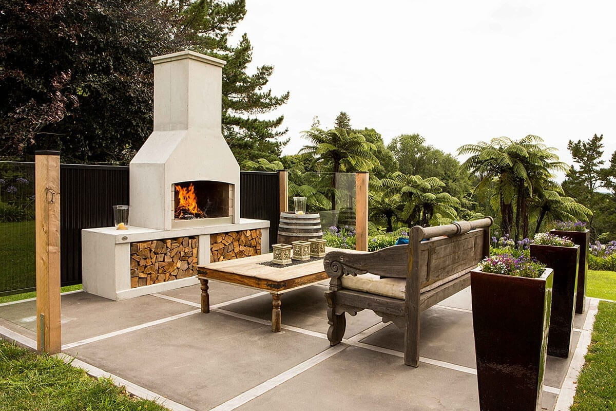 A picnic spot to enjoy in the backyard with a Flare Premier Outdoor fire