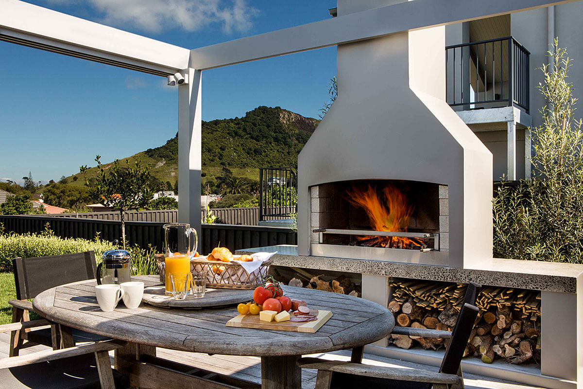 Dine while enjoying the warmth of a Flare Premier outdoor fire