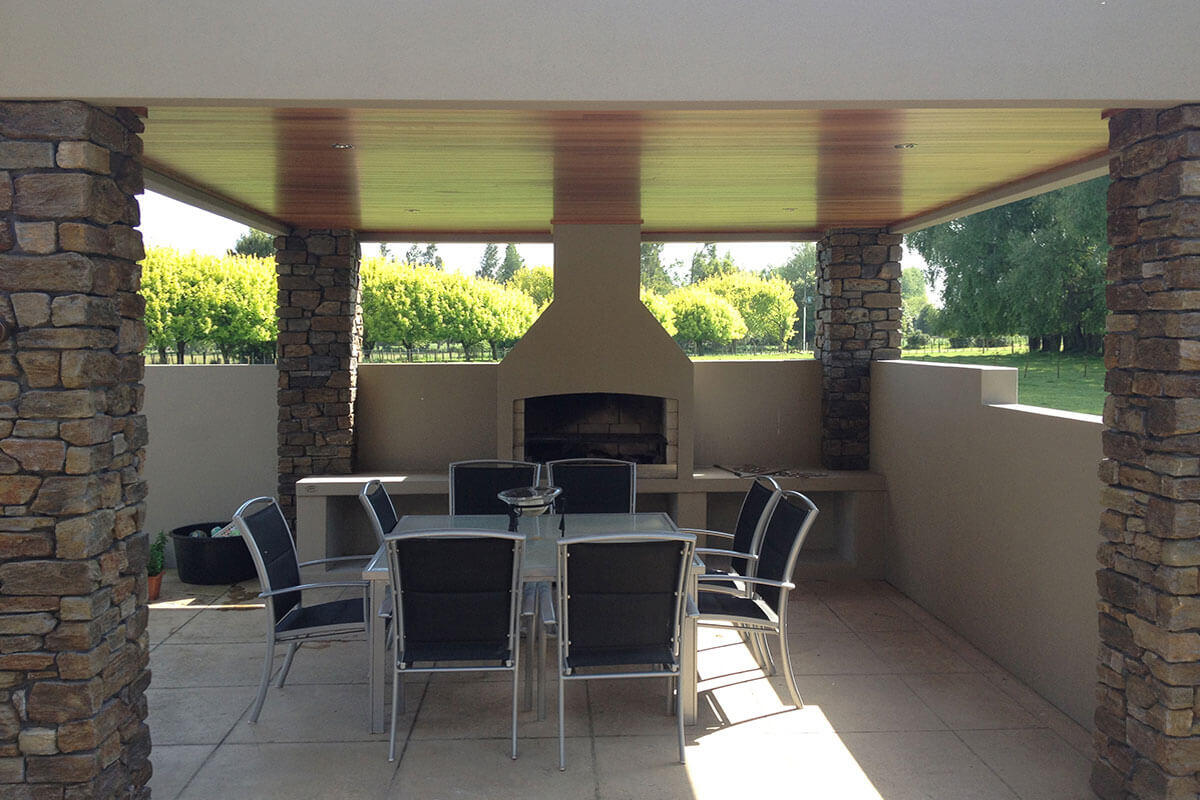 A beautiful backyard dining area with a stunning Flare senator Outdoor Fire